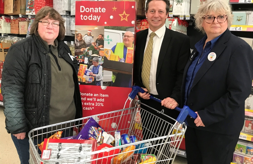 Nigel Huddleston MP at Tesco Food Collection